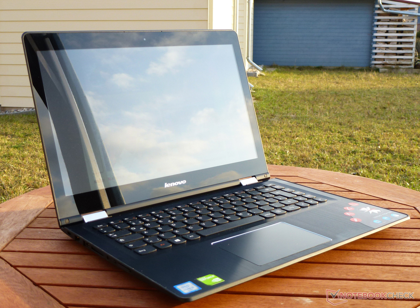 Lenovo yoga 500 14isk notebook review for Housse lenovo yoga 500