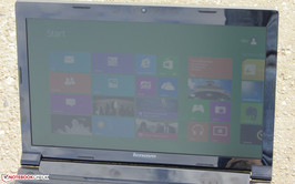 The Lenovo B580 outdoors (pictures taken with sunshine).