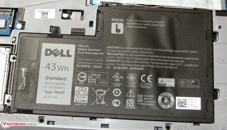 The battery has a capacity of 43 Wh. It can be removed.