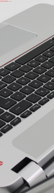 HP Envy 17-j110eg Leap Motion (F0F32EA): A metal plate improves the overall sturdiness of the keyboard deck.