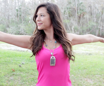 Epic Mini smartphone necklace, waterproof and featuring voice control