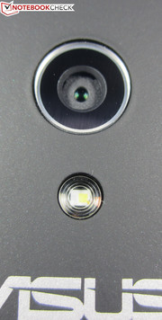Main camera with 8 MP sensor (3200x2400 pixels)