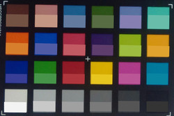 Amazon Fire HD 8: Screenshot of ColorChecker colors. The original colors are displayed in the lower half of each patch.