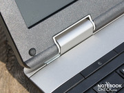 The silver edging may not be made of metal, but the firm fitting hinge is. We say: ThinkPad stability.