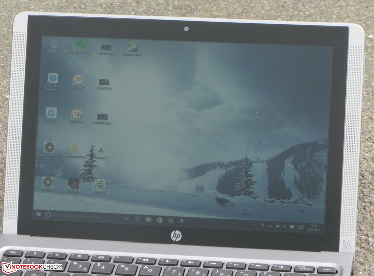 The HP x2 210 G1 outdoors (cloudy)