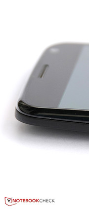 The screen's glossy bezel does not make the same high-quality impression as the back.