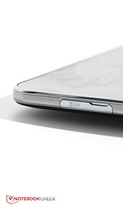 The most visible difference between the two versions of the device is the SIM slot on the right side.