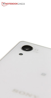 However, that is not really necessary: The 20.7 MP lens is one of the best smartphone cameras on the market.