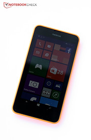 With the Lumia 630, Microsoft launches its new generation of affordable phones on the market from the recently acquired smartphone manufacturer Nokia.