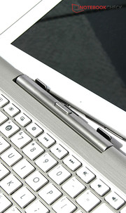 Inserting the tablet into the dock? No problem: It is quick and intuitive in the Transformer Pad TF103C.