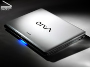 Vaio VGN-CR31: Glossy, pearly surfaces with small LED show.