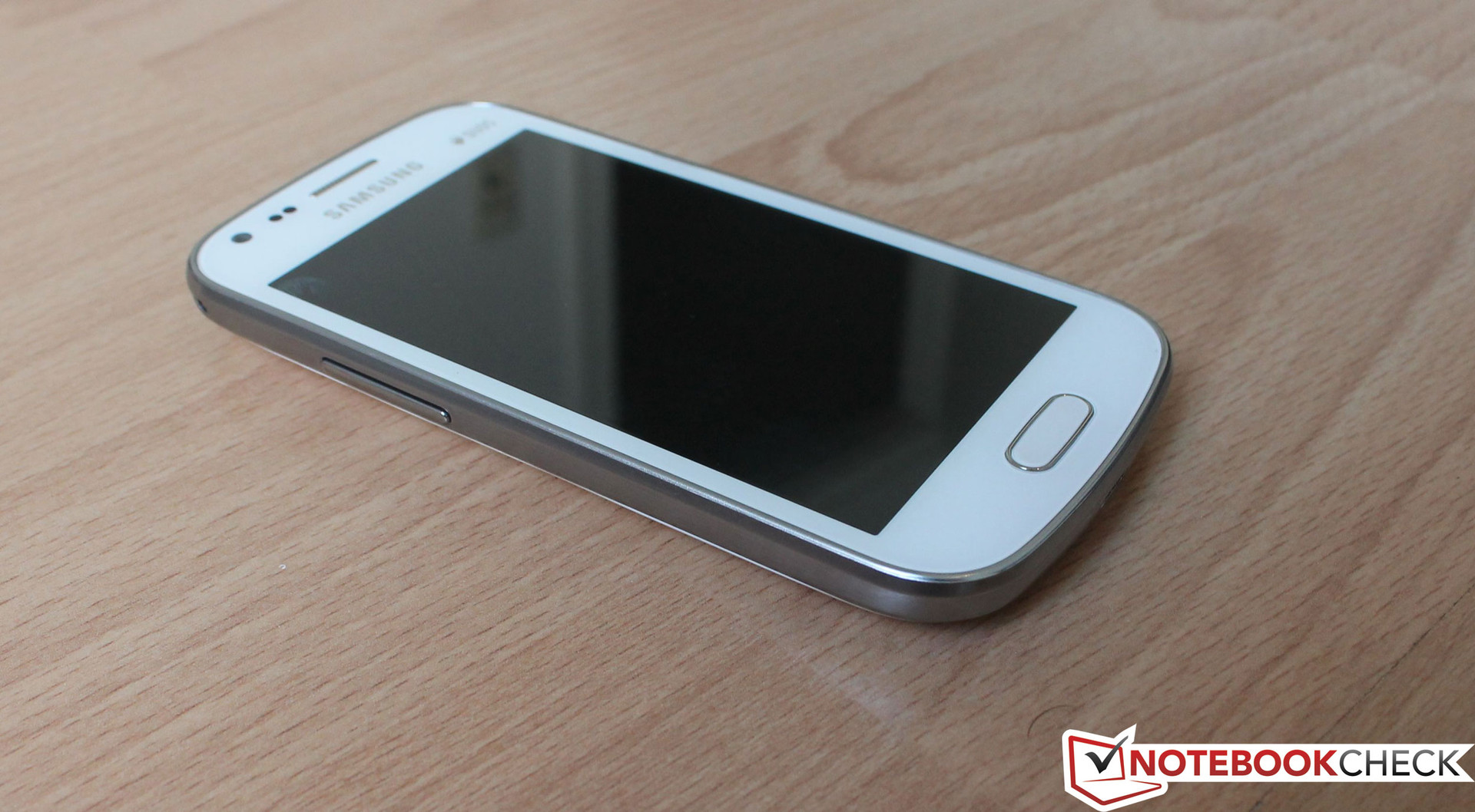 Samsung galaxy s duos s7562 full phone specifications - 4 Inch Tft Screen