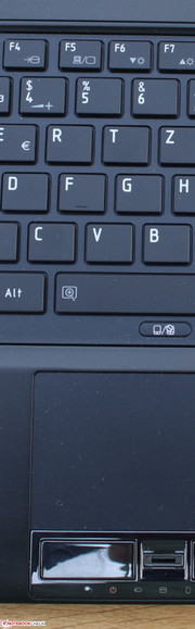 Toshiba Portégé R930-13F: Unpleasant – A good keyboard combined with very bad touchpad buttons.