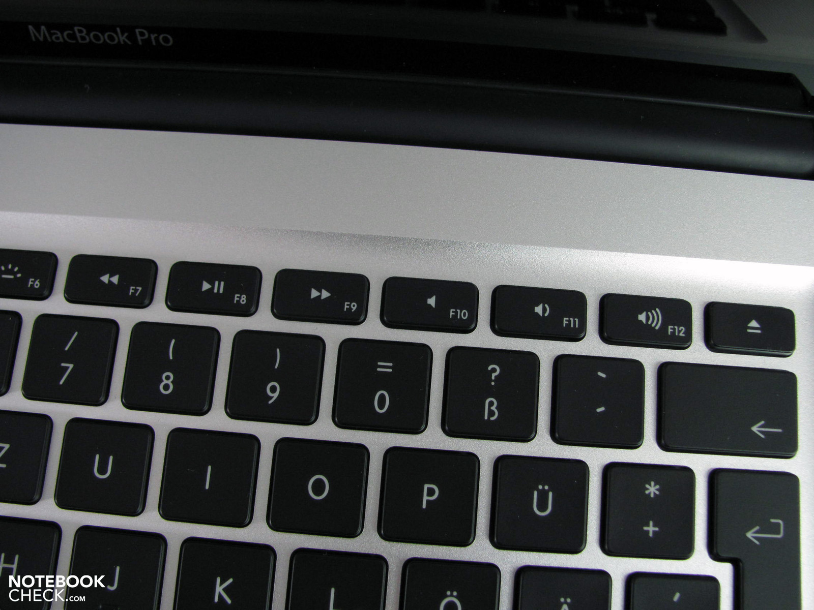 how to find command screen on macbook pro