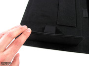 Foldable elements elevate the tablet when necessary.
