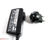 The small power supply can be adapted to different plugs.