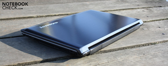 Lenovo IdeaPad V560 (M4999GE): Classy looking office laptop, without an AR-coated, outdoor suitable display.