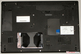 Lifebook E753: underside (hard-drive compartment opened)