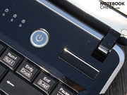 The big power button and the keyboard's bezel in piano lacquer provide an optical highlight.