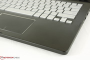 Smooth touchpad with chrome perimeter looks similar to the Samsung ATIV 9