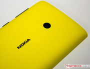 the 5 MP primary camera are visible. Nokia however omits