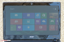 The Aspire One 725 used outdoors