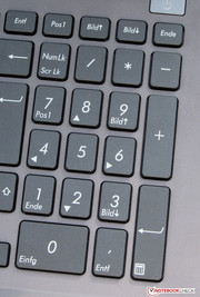 The keyboard includes a numpad.