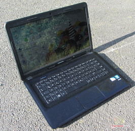 HP's Compaq Presario CQ58-148SG outdoors