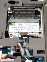 An optional 3G/LTE modem can be installed above the WLAN module.