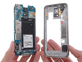 Because the battery can be swapped out easily, the smartphone still receives an average score.