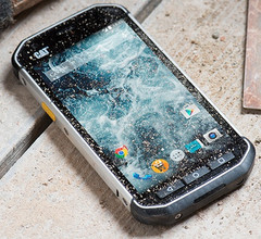 Cat S40 Android smartphone with rugged design