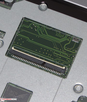 The flat ribbon cable of the keyboard can be removed easily.