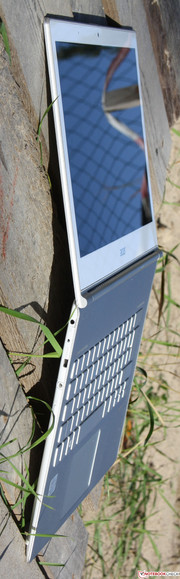Acer S7-391: in view of the slim case, the stability is very good.