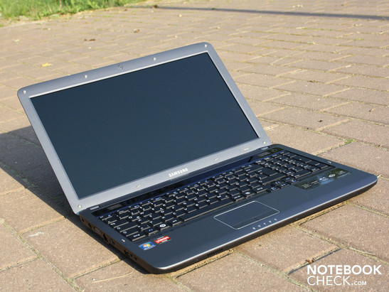 Samsung R525 Eikee NP-R525-JS01DE - not a gamer but a feasible laptop anyway.