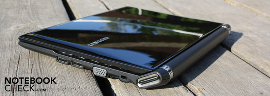 Samsung N230 Storm: More than four hours of battery life for normal usage is only possible with the six-cell battery