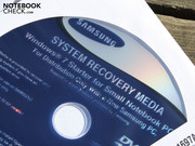 The matching DVD for the installed Windows 7 Starter 32 bit is supplied.
