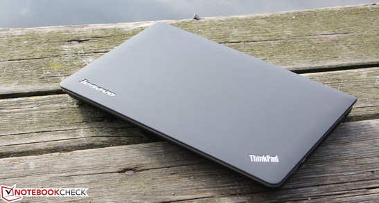 Lenovo ThinkPad Edge E320 NWY3RGE: A step forward for battery life, but a step back for the stability of the case.