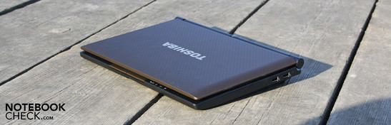 Toshiba NB520-108 brown:  Good sound but as usual week netbook performance.