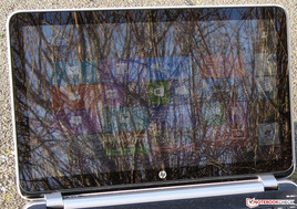 HP Pavilion TouchSmart 15 outdoors