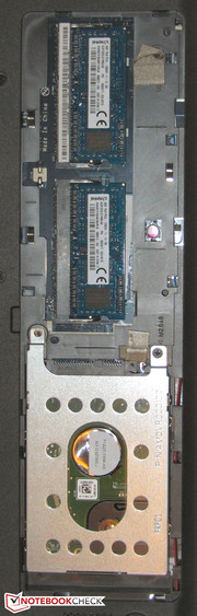 The working memory and hard drive can be accessed via the maintenance cover.