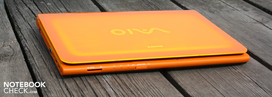 Sony Vaio VPC-CA1S1E/D Orange: If you want to attract attention and love playful light effects, you'll not be able to ignore the CA series