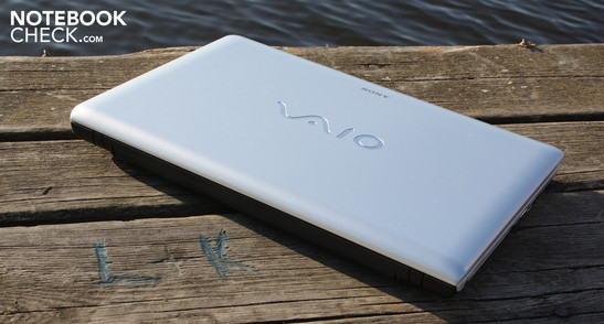 Sony Vaio VPC-EE4J1E/WI: AMD alternative with exemplary ergonomics, good keyboard but poor mobility