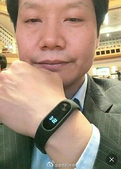Xiaomi CEO Lei Jun posing with Mi Band 2