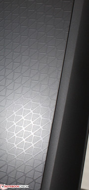 Unlike the GX60 or CZ-17, the matte lid surface is textured with a glossy web-like pattern