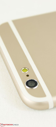 Users with keen eyes will notice that the camera lens protrudes less on the Vphone compared to the iPhone