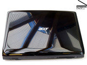 The glossy black lid is still striking, but in addition it is now decorated with an illuminated Acer logo.