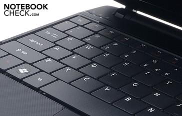 Mit der Tastatur lässt sichs angenehm schreiben.