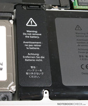 The new implanted battery is, unfortunately, not exchangeable by the user but guides the MacBook to excellent runtimes.