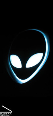 Unmistakably Alienware - the well known alien-logo also decorates the Area-51 m17x's display case and is brought to life with LED lighting.