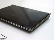 The Asus Eee PC S101 comes with a completely new case and focuses thereby especially on the optical charm.